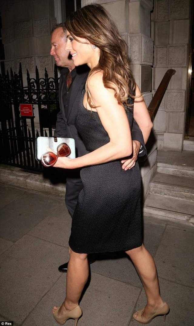Elizabeth-Hurley-awesome butt pic