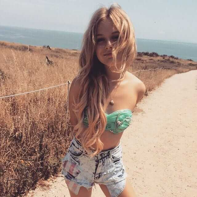 Emily Alyn Lind hot pictures (1)