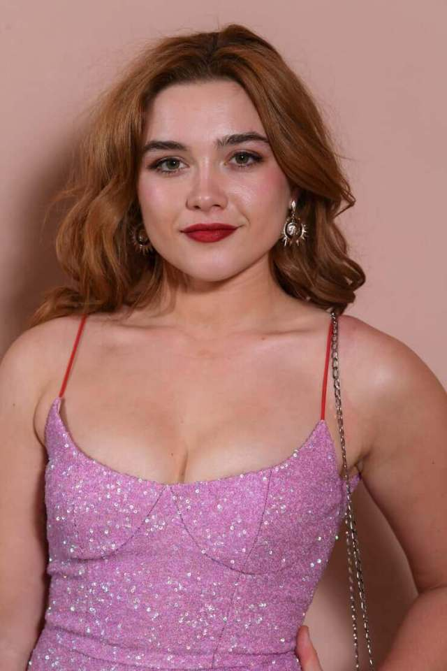 Florence-Pugh-sexy-cleavage
