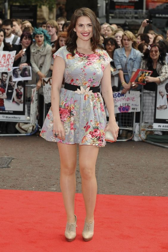 Hayley Atwell hot thigh pics