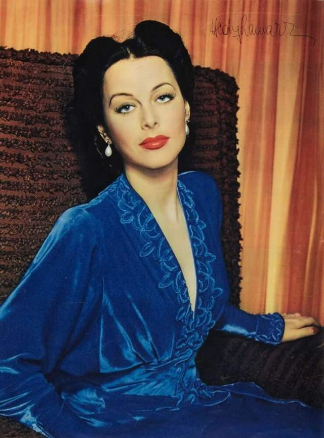 Hedy Lamarr hot cleavage pictures