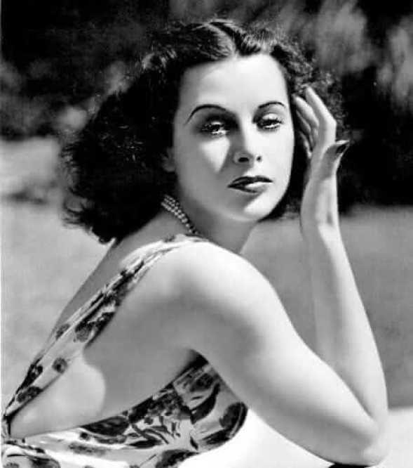 Hedy Lamarr sexy cleavage pics
