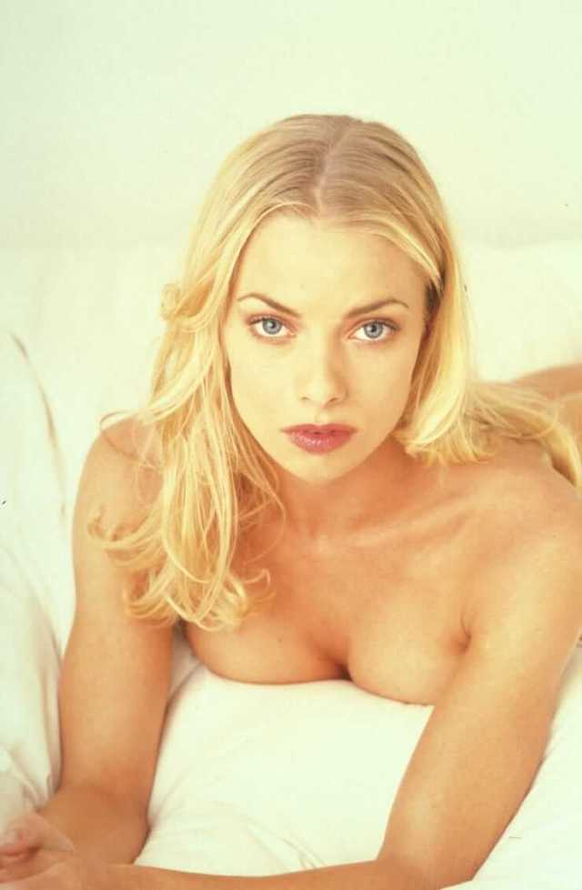 Jaime Pressly awesome look pics (2)