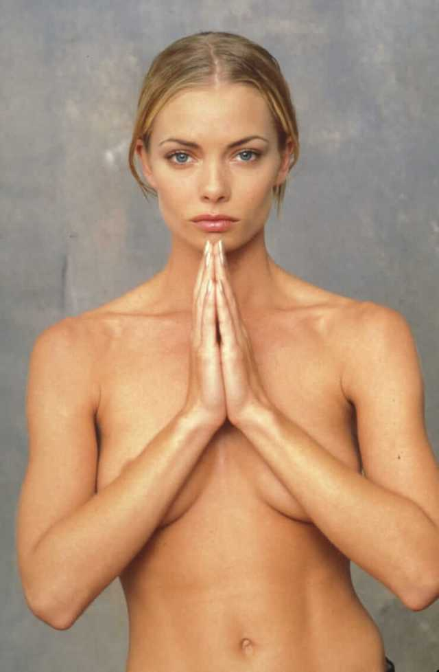 Jaime Pressly sexy cleavage (6)