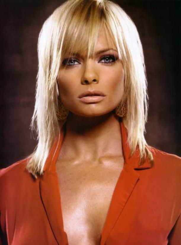 Jaime Pressly sexy cleavage (9)