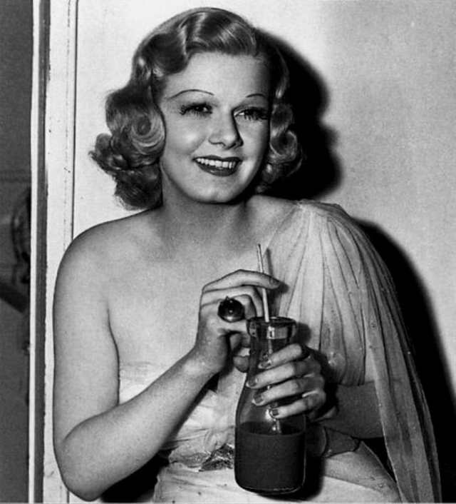 Jean Harlow awesome cleavage (2)