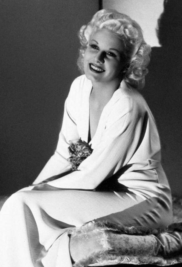 Jean Harlow awesome cleavage