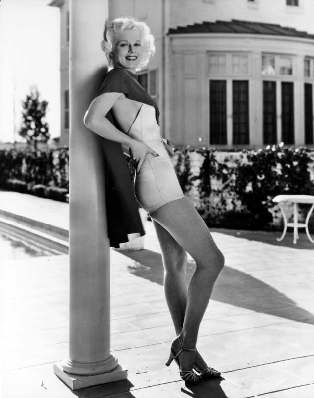 Jean Harlow awesome legs