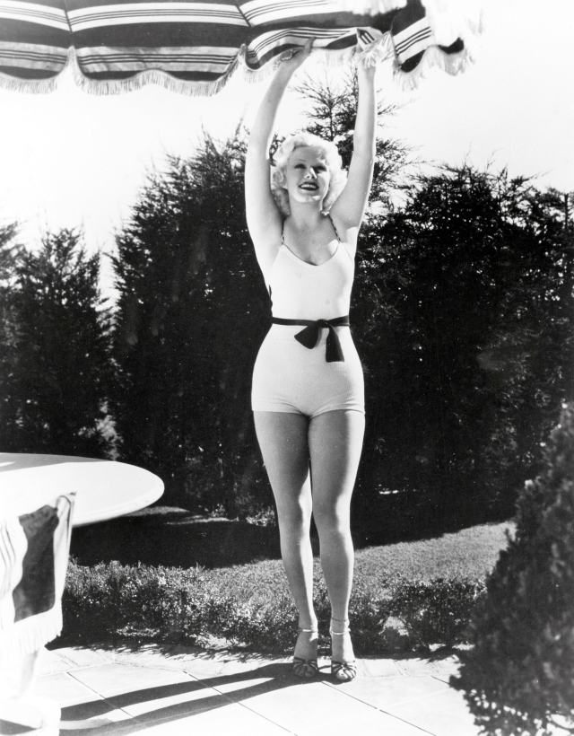 Jean Harlow thighs hot pic
