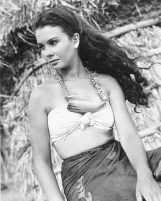 Jean Simmons hot busty pic (2)