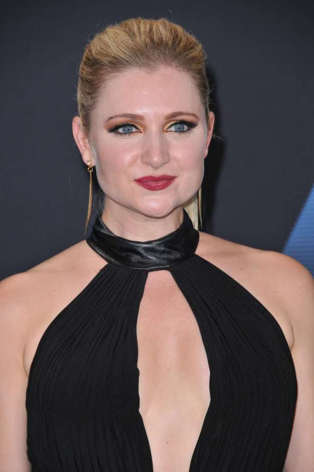 Katherine Bailess hot cleavage pics
