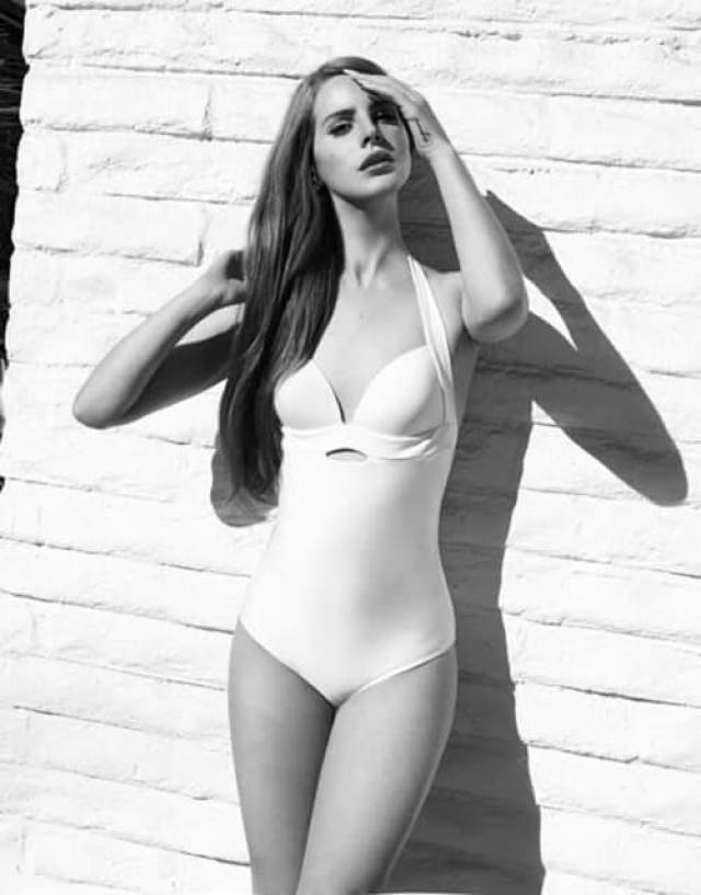 Lana Del Rey sexy lingerie pictures (3)