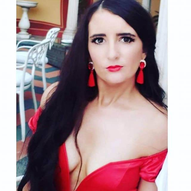 Leah O'Rourke red hot look