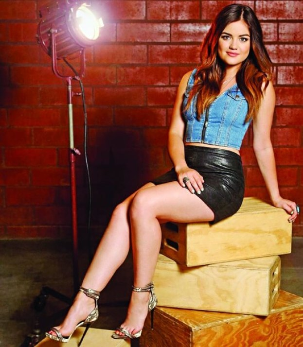 Lucy Hale hot legs pictures (2)