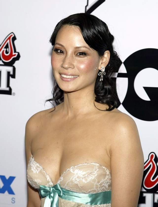 Lucy Liu hot boobs pictures