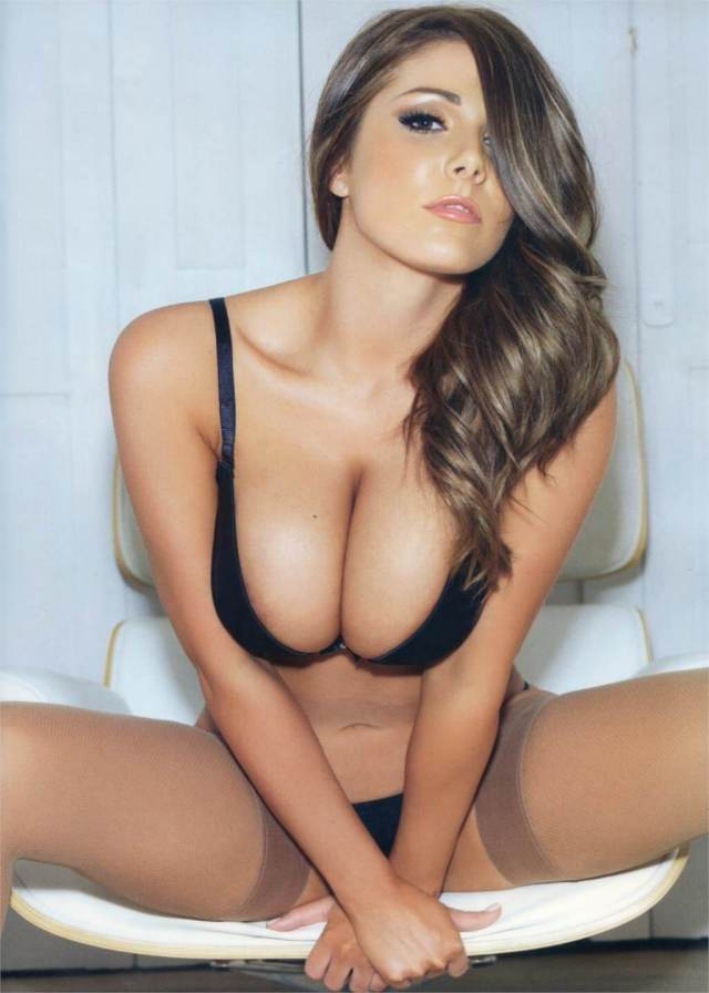 Lucy Pinder sexy cleavage