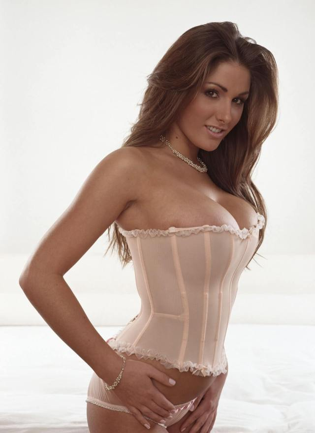 Lucy Pinder side look pics (2)