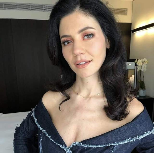 Marina Lambrini Diamandis hot cleavage pictures (2)