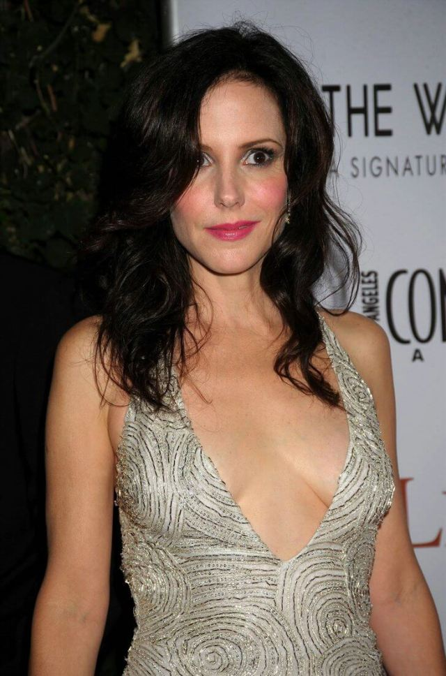 Mary-Louise Parker hot cleavage