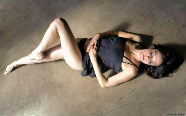 Mary-Louise Parker hot legs pics