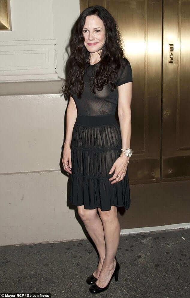 Mary-Louise Parker hot look pics