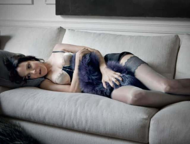 Mary-Louise Parker sexy look (2)