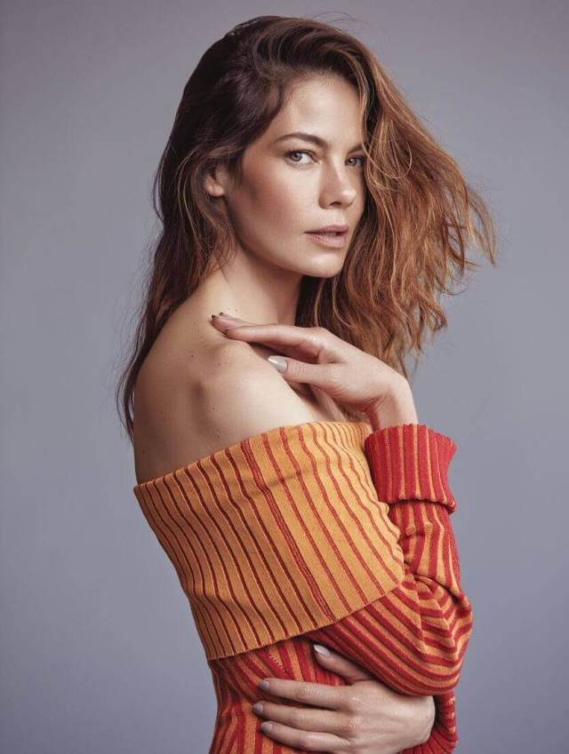 Michelle Monaghan hot cleavage pics (3)