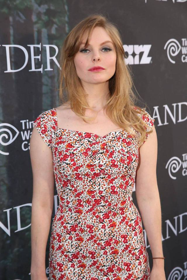 Nell Hudson awesome look (2)