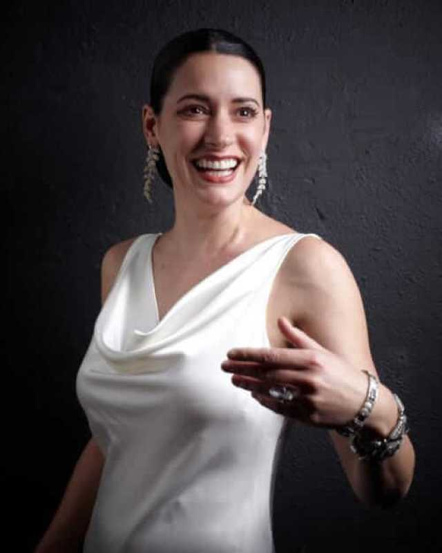 Paget Brewster hot pics (3)