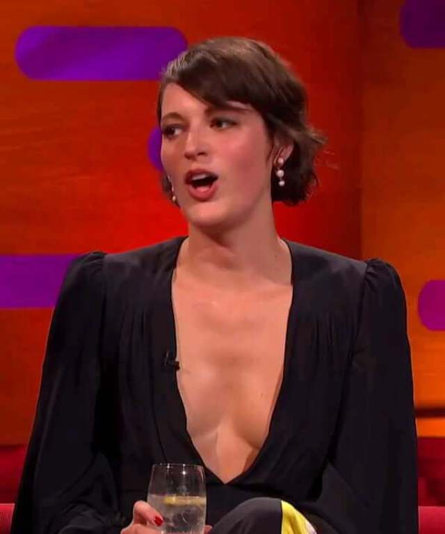 Phoebe Waller-Bridge sexy cleavage pictures