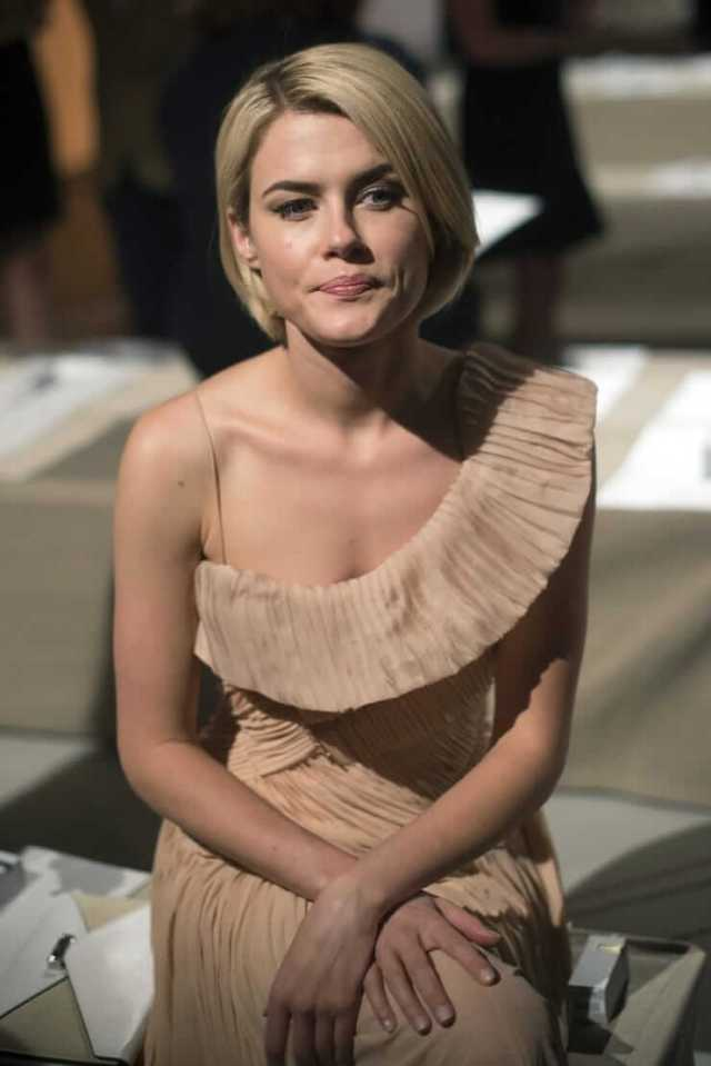 Rachael Taylor hot cleavage pics