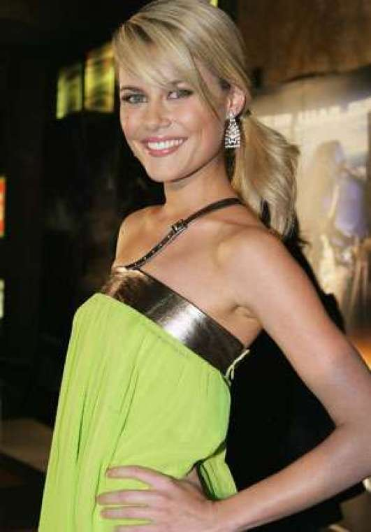 Rachael Taylor hot side picture