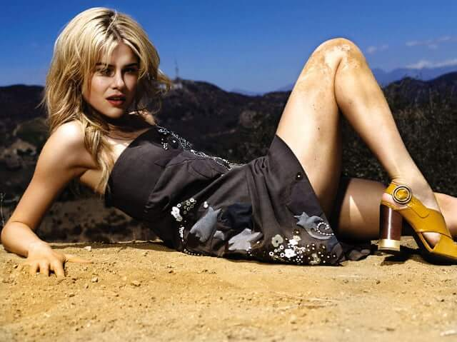 Rachael Taylor sexy thighs (2)