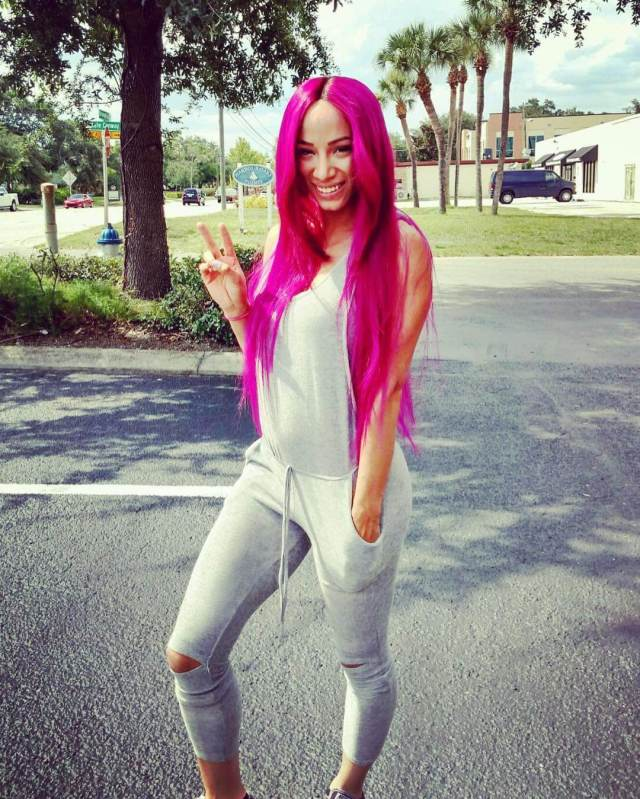 Sasha Banks hot side pics