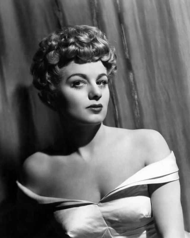 Shelley Winters hot cleavage pics (5)