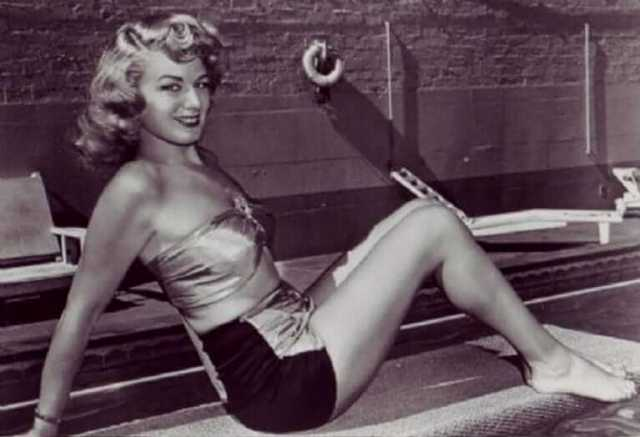 Shelley Winters hot thigh pics (4)