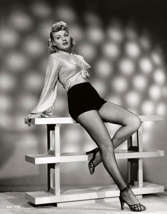 Shelley Winters hot thigh pics (6)