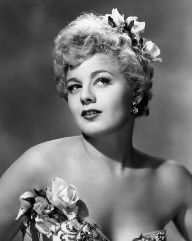 Shelley Winters sexy boobs pictures (1)