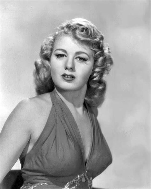 Shelley Winters sexy boobs pictures (3)