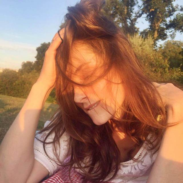 Sophie Rundle hot look pics