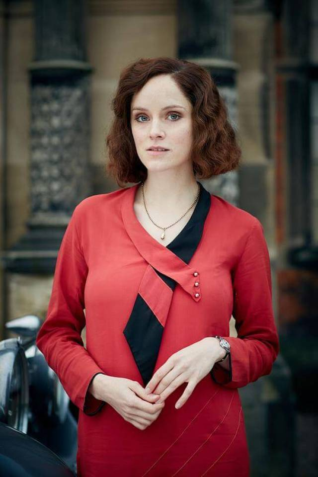 Sophie Rundle red dress pic