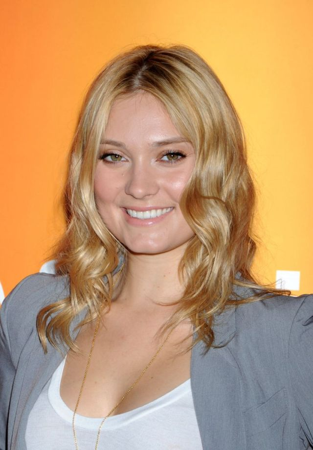 Spencer Grammer hot cleavage