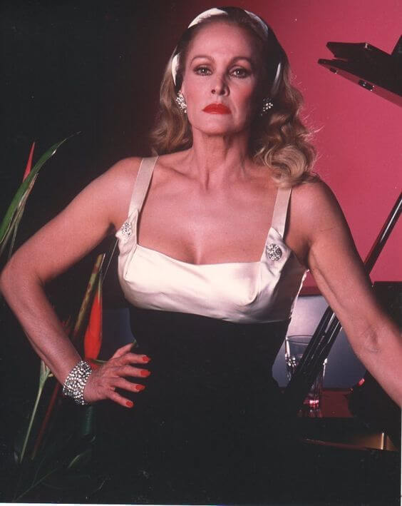 Ursula-Andress-sexy-busty-pic