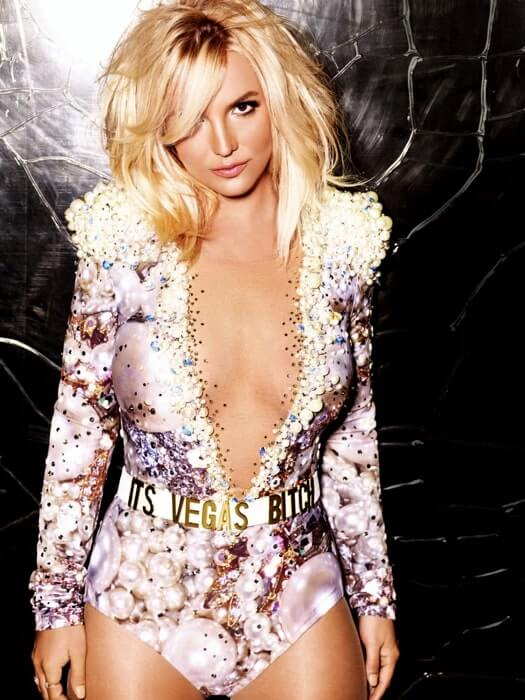 britney spears sexy cleavage pic