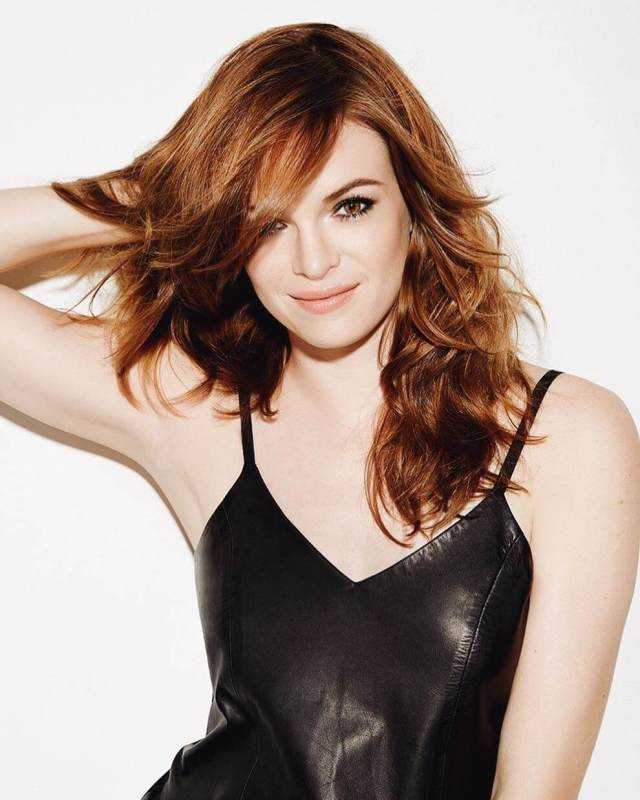 danielle panabaker boobs cleavage (2)