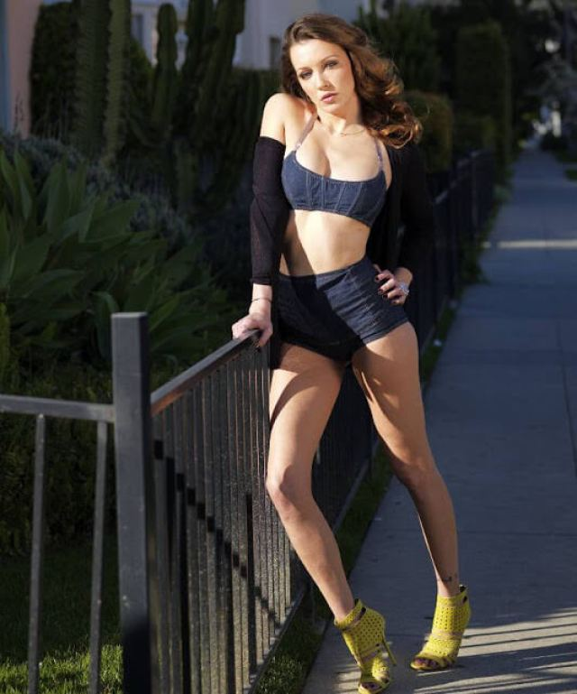 danielle panabaker hot cleavage (1)