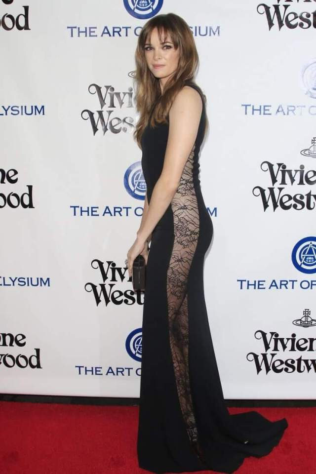 danielle panabaker side pose (1)