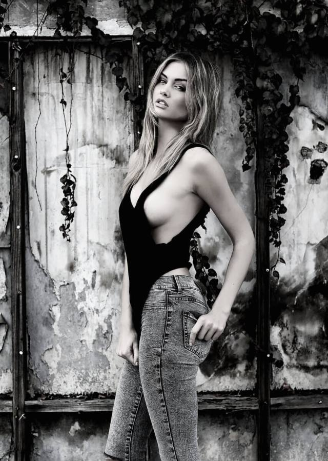 lala kent sexy side boobs
