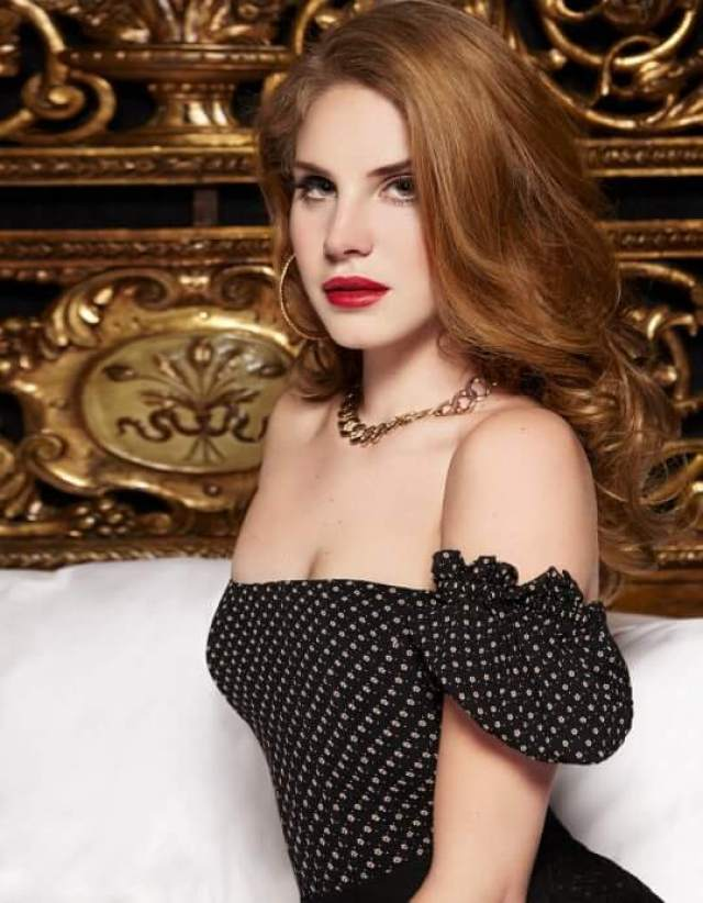 lana del rey sexy side look pic