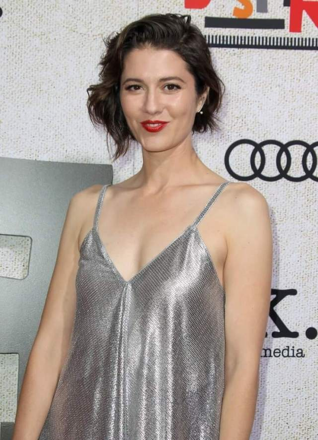 mary elizabeth winstead sexy cleavage pictures (6)